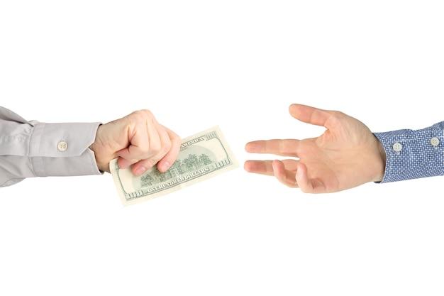 사람의 손은 다른 사람들에게 달러 지폐를줍니다. 비즈니스 및 금융.