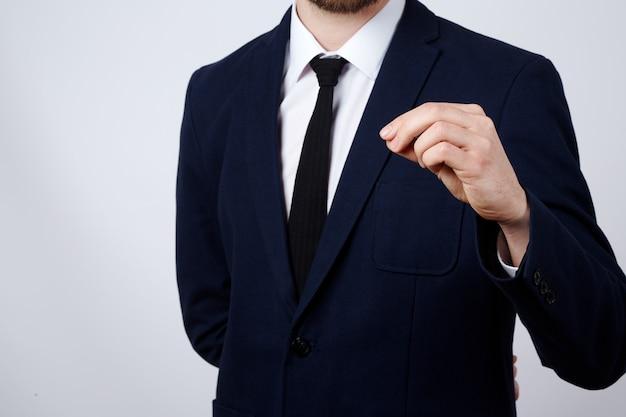 남자의 손 기호 벽을 보여주는 양복을 입고 가까이, 비즈니스 개념, 제스처, 모의.