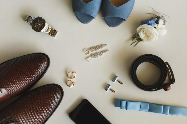Свадебные аксессуары мужские на столе