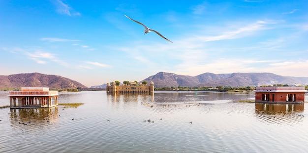 Man sagar lake and jal mahal palace, jaipur, india.