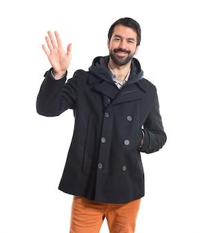 Человек, приветствуя на белом фоне