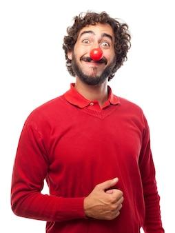 가짜 빨간 코와 함께 웃는 남자