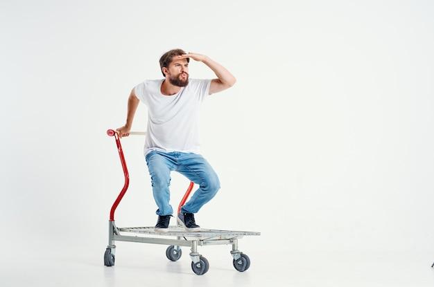 Человек супермаркет потехи образа жизни изолированный фон. фото высокого качества