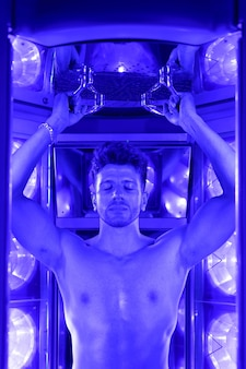 Загар для мужчин с искусственным ультрафиолетовым светом