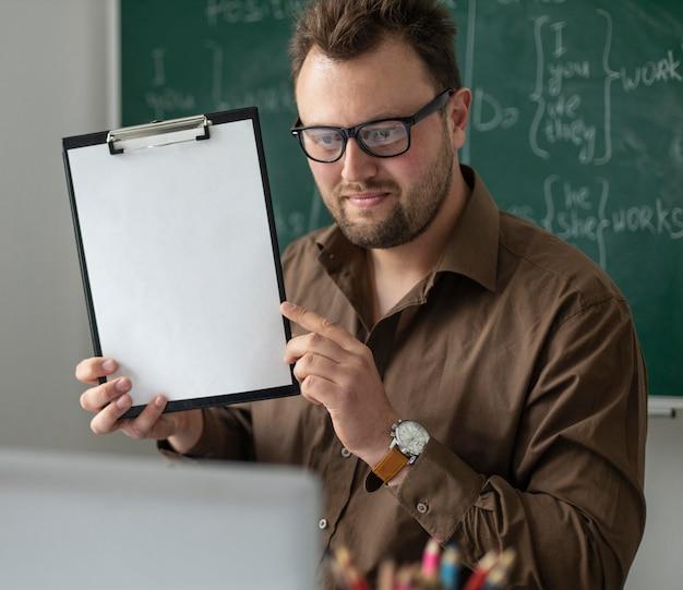 Man teaching kids an english lesson online