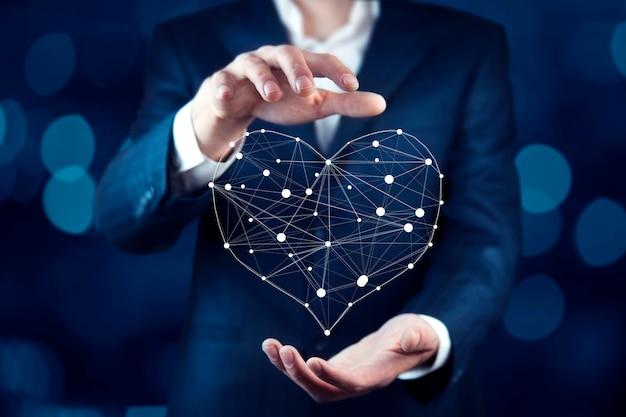 Человек трогательно сердечный знак