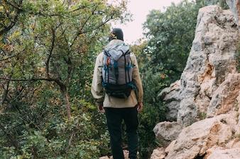 Человек, треккинг в горах