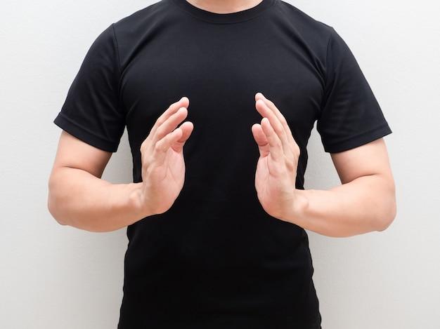 흰색 배경에 신체 공간 센터에서 남자 두 손
