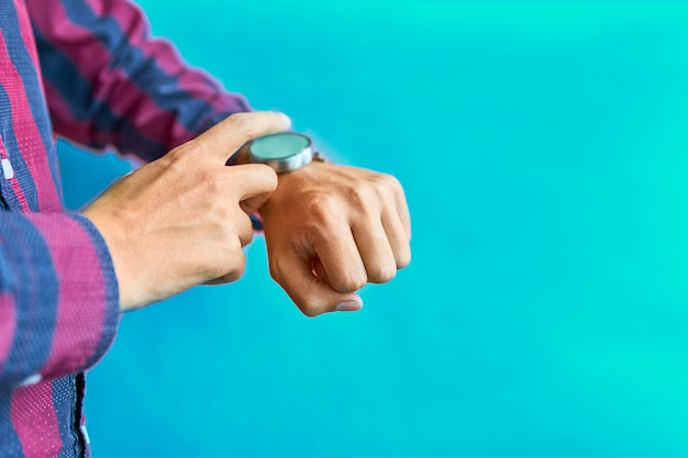 Man using smart watch for omnichannel