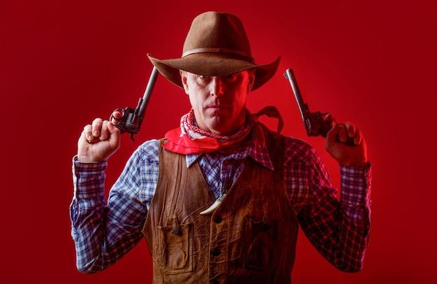 카우보이 모자, 총을 착용하는 남자. 카우보이의 초상화입니다. 서쪽, 총. 초상화 카우보이