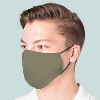 Covid-19 보호 캠페인을 위해 녹색 패브릭 마스크를 착용 한 남자