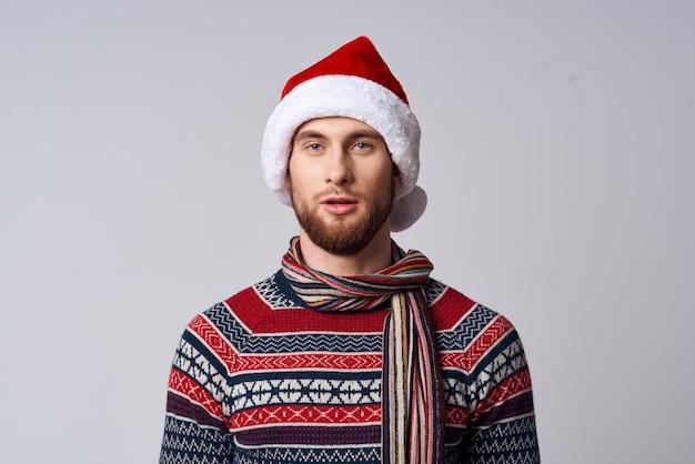 산타 모자 크리스마스 휴가 라이프 스타일을 입고 남자