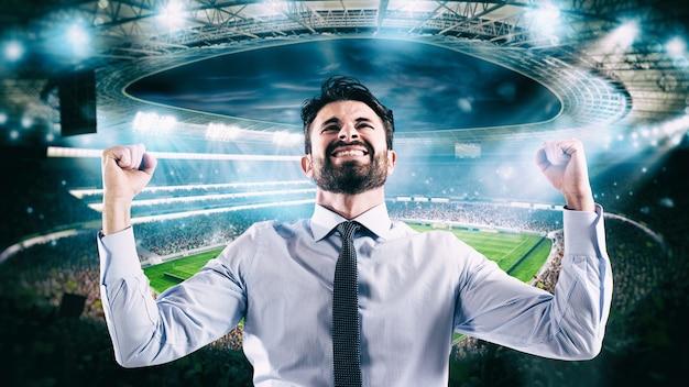 金持ちのサッカーの賭けに勝つためにスタジアムで喜ぶ男