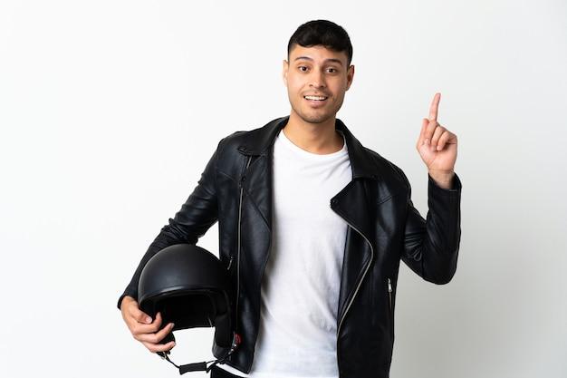 Человек в мотоциклетном шлеме, указывая на отличную идею