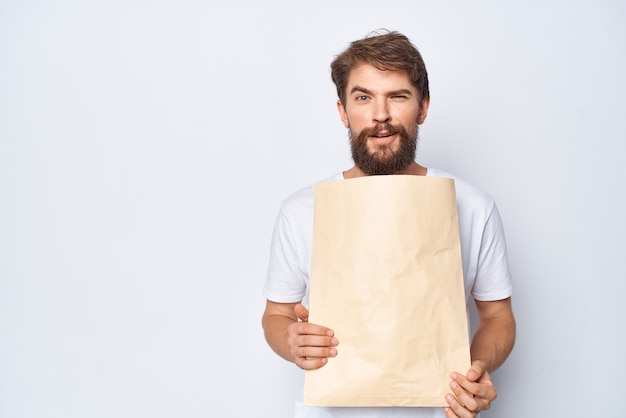 手にパッケージを持った男ショッピングモーションキャプチャ光の背景
