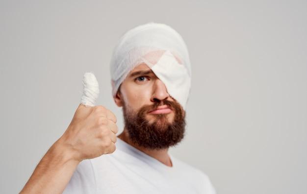 Человек с перевязанной головой проблемы со здоровьем травма госпитализация