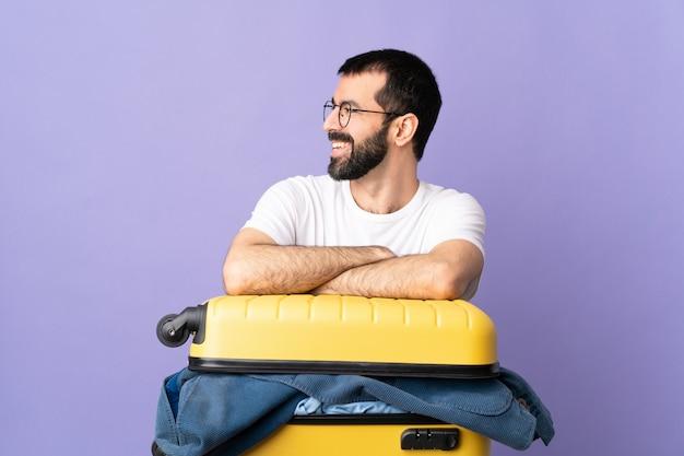 Человек с бородой на изолированном фоне