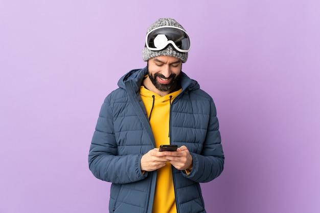 Человек с бородой на изолированном фоне Premium Фотографии