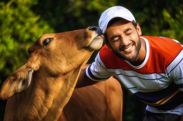 美しい牛を持つ男と牛と遊ぶ男-動物の世話の画像