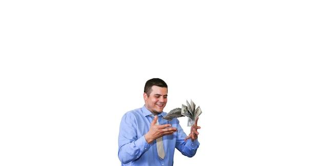 흰색 배경에 고립 된 그의 급여를 가진 남자입니다. 달러를 던지고 회사원입니다. 최고 관리자의 행복한 얼굴입니다. 스마트 셔츠와 넥타이에 남자입니다.