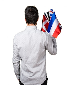 Человек с большим количеством флагов в заднем положении