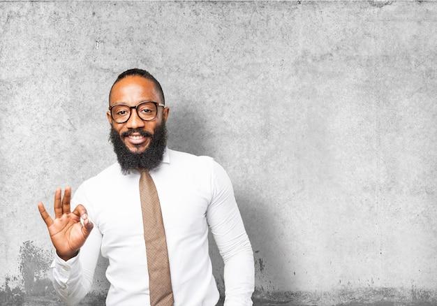 Человек с галстуком говоря хорошо с его стороны Бесплатные Фотографии
