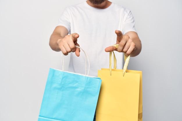 단색 가방 패션 쇼핑 라이프 스타일을 가진 남자