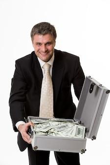 돈이 가득한 여행가방을 든 남자 달러가 가득한 여행가방을 든 행복한 상사