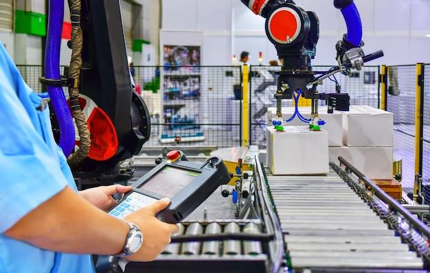 Менеджер по проверке и контролю автоматизированной производственной линии картонных коробок на конвейерной ленте