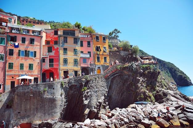 Разноцветные дома манаролы