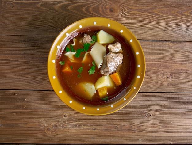 マンチザウズベキスタン料理のスープ