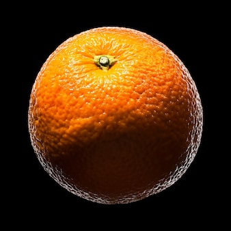 マンダリン、黒の背景に分離されたみかんの柑橘系の果物。クリッピングパス付き。