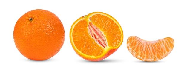 マンダリン、白い表面に分離されたみかんの柑橘系の果物