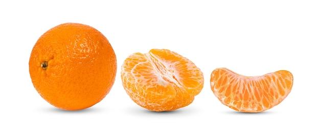 マンダリン、白で分離されたみかんの柑橘系の果物