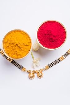 Мангалсутра с цветами хульди кумкум и могра, выборочный фокус