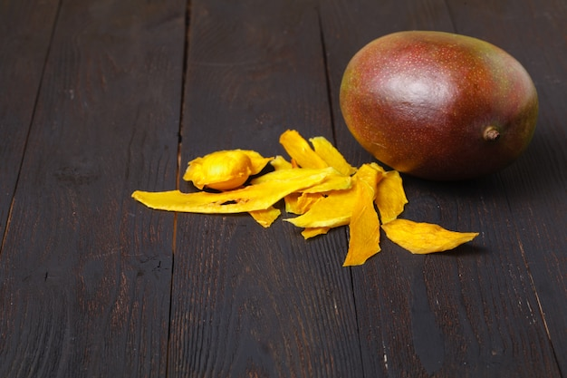 Манго. сухое манго на