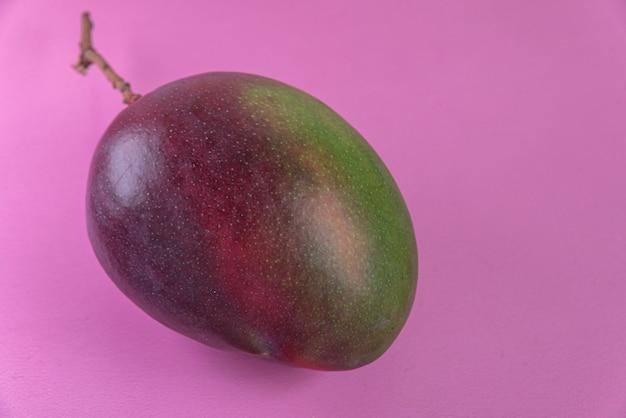 ピンクの表面にマンゴー