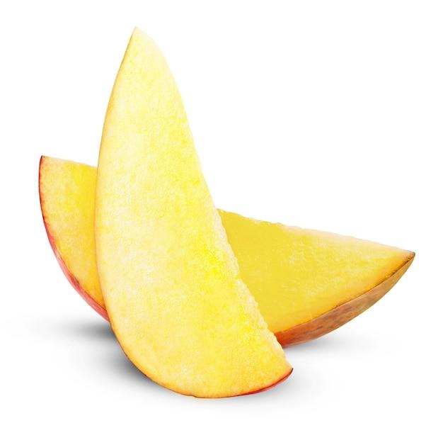 Кусочек манго, изолированные на белом фоне