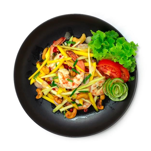 새우와 캐슈넛을 곁들인 망고 매콤한 샐러드 태국 음식 매운 신맛과 달콤한 요리가 야채 topview를 장식합니다.