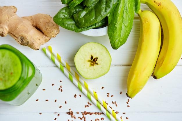 Манго с бананом и шпинатным смузи