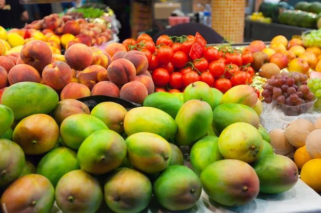 市場のマンゴー