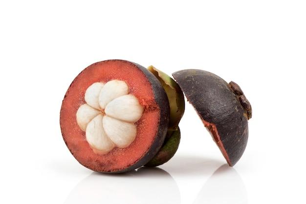 分離されたマンゴスチン果実。
