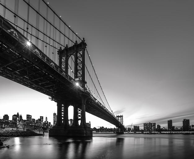 밤에 맨해튼 브리지