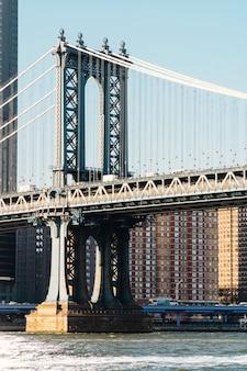 해돋이에 뉴욕에서 맨해튼 브리지