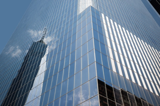 Современная архитектура манхэттена. манхэттен - самый густонаселенный из пяти районов нью-йорка.
