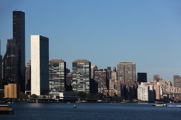 맨해튼, 뉴욕시. 유엔본부. 동쪽 강에서 보기. 맨해튼의 고층 빌딩