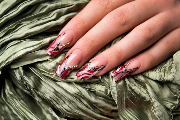Маникюр красивый узор на ногтях