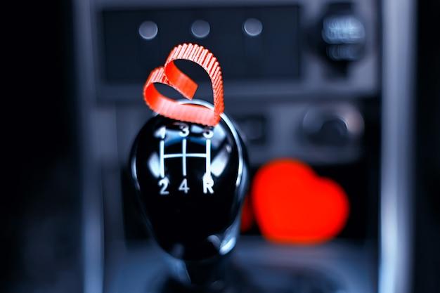 心のある車のマニュアルギアボックス
