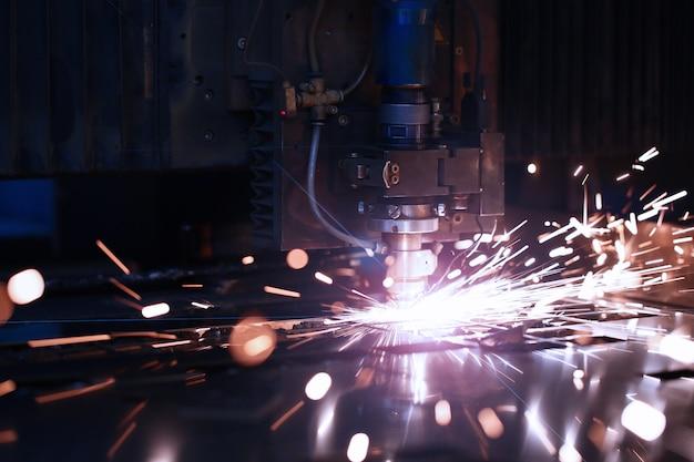 Изготовление деталей для автомобиля с лазерным металлом на металлургическом заводе