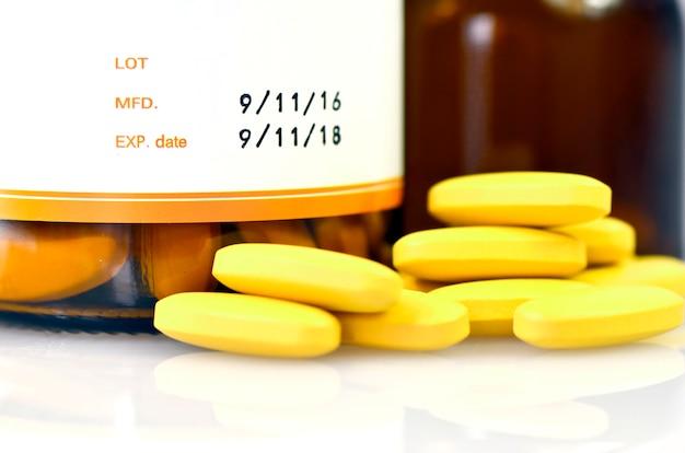 Дата изготовления и срок годности на фармацевтической упаковке.